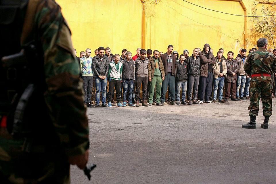 Ragazzi e uomini catturati dall'esercito siriano e costretti all'arruolamento forzato, 12 dicembre 2016